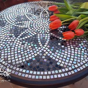 1000+1 varázslat - mozaikos (teljes) asztal, Otthon & Lakás, Bútor, Asztal, Mozaik, El sem tudom elmesélni, hány ezer arca van ennek az irizáló, közel  2000 darab üvegmozaikkal díszíte..., Meska