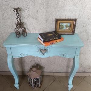 Vintage faragott konzolasztal  31.000 Ft, Otthon & lakás, Bútor, Asztal, Famegmunkálás, Festett tárgyak, Vintage konzolasztal. Gyönyörű, egyedi darab. Fehérben már ismeritek, ebben a varázslatos türkiz szí..., Meska
