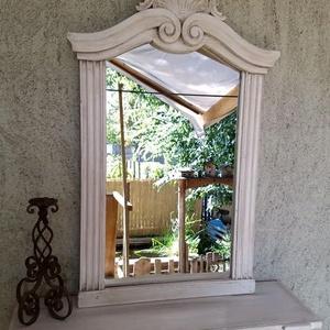 Vintage, Shabby faragott tükörkeret 18.000 Ft, Otthon & lakás, Dekoráció, Famegmunkálás, Festett tárgyak, Vintage tükörkeret. Egyedi, rusztikus, újragondolt darab. Gyönyörű tükör, a lakás bármely pontján f..., Meska