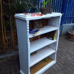 Vintage, Shabby könyvszekrèny, szekrény, polc 32.000 Ft, Otthon & Lakás, Bútor, Szekrény, Famegmunkálás, Festett tárgyak, Vintage könyvszekrèny. Egyedi, rusztikus, újragondolt darab. Gyönyörű, praktikus szekrény, bevarázso..., Meska