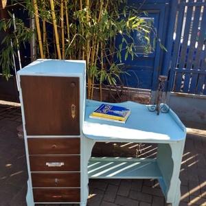 Vintage íróasztal (mentazöld/barna) 31.000 FT, Otthon & Lakás, Bútor, Asztal, Famegmunkálás, Festett tárgyak, Vintage íróasztal. Egyedi, rusztikus, újragondolt darab. Különleges kialakítású, praktikus, sok fiók..., Meska