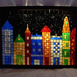 Házak - üvegmozaik falikép világítással, Dekoráció, Otthon & lakás, Lakberendezés, Lámpa, Falikép, Mozaik, Mindenmás, Világító üvegmozaik falikép\n\nmérete:42,5*32,5cm\n\nÜveglapra ragasztottam a motívumot üvegmozaik techn..., Meska