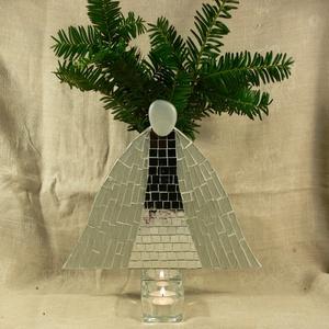 Karácsonyi angyal - üvegmozaik dísztárgy, Karácsonyi dekoráció, Karácsony & Mikulás, Otthon & Lakás, Mozaik, Mindenmás, Karácsonyi motívummal díszített üvegmozaik dísztárgy - asztaldísz, váza és mécsestartó\n\nNégyzethasáb..., Meska
