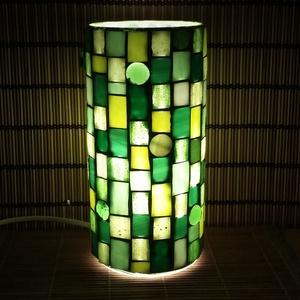 Üvegmozaik lámpa - zöld, Asztali lámpa, Lámpa, Otthon & Lakás, Mozaik, Mindenmás, Üvegmozaik asztali lámpa\n\nHenger alakú lámpatestre készült a motívum  kézzel vágott spektrum üvegekb..., Meska