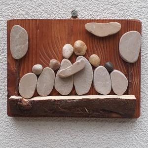 Családi idill (6 fős) - kavicskép, Kép & Falikép, Dekoráció, Otthon & Lakás, Mozaik, Mindenmás, Natúr színű lazúrral pácolt fenyőfa lapra kavicsok, gally és fakéreg felragasztásával készült faliké..., Meska