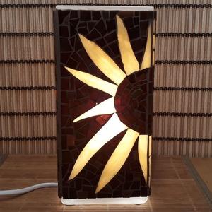 Üvegmozaik lámpa - napraforgós szögletes, Otthon & lakás, Képzőművészet, Lakberendezés, Lámpa, Asztali lámpa, Mozaik, Mindenmás, Üvegmozaik asztali lámpa\n\nNégyzethasáb alakú lámpatestre készült a motívum  kézzel vágott spektrum ü..., Meska