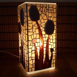 Üvegmozaik lámpa - Lila virágos - szögletes, Otthon & lakás, Képzőművészet, Lakberendezés, Lámpa, Asztali lámpa, Mozaik, Mindenmás, Üvegmozaik asztali lámpa\n\nNégyzethasáb alakú lámpatestre készült a motívum  kézzel vágott spektrum ü..., Meska