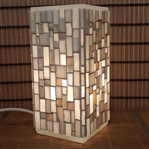 Üvegmozaik lámpa - fehér szögletes, Otthon & lakás, Képzőművészet, Lakberendezés, Lámpa, Asztali lámpa, Mozaik, Mindenmás, Üvegmozaik asztali lámpa\n\nNégyzethasáb alakú lámpatestre készült a motívum  kézzel vágott spektrum ü..., Meska
