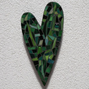 Zöld szív - üvegmozaik falidísz, Falra akasztható dekor, Dekoráció, Otthon & Lakás, Mozaik, Mindenmás, Üvegmozaik falidísz akasztóval\n\nMérete: kb. 12*20*2cm\n\nSzív alakra vágott, festett fa alapra ragaszt..., Meska