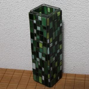 Üvegmozaik váza szögletes zöld, Váza, Dekoráció, Otthon & Lakás, Mozaik, Mindenmás, Négyzethasáb alakú üveg vázára készült a motívum  kézzel vágott spektrum üvegekből és üvegmozaik lap..., Meska