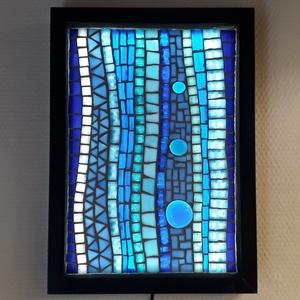 Kék  absztrakt - üvegmozaik falikép világítással, Otthon & lakás, Dekoráció, Lakberendezés, Lámpa, Falikép, Mozaik, Üvegművészet, Világító üvegmozaik falikép\n\nmérete:23x32cm\n\nÜveglapra ragasztottam a motívumot üvegmozaik technikáv..., Meska