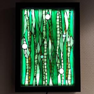 Zöld világ - üvegmozaik falikép világítással, Otthon & lakás, Dekoráció, Lakberendezés, Lámpa, Falikép, Mozaik, Üvegművészet, Világító üvegmozaik falikép\n\nmérete:23x32cm\n\nÜveglapra ragasztottam a motívumot üvegmozaik technikáv..., Meska