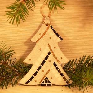 Fehér karácsonyfa - üvegmozaik dísz, Karácsonyi dekoráció, Karácsony & Mikulás, Otthon & Lakás, Mozaik, Mindenmás, Üvegmozaik karácsonyi dísz akasztóval\n\nMérete: kb. 13*16*2cm\n\nFormára vágott, festett fa alapra raga..., Meska