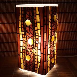 Üvegmozaik lámpa - barna szögletes, Otthon & Lakás, Asztali lámpa, Lámpa, Üvegmozaik asztali lámpa  Négyzethasáb alakú lámpatestre készült a motívum  kézzel vágott spektrum ü..., Meska