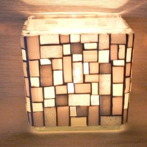 Üvegmozaik mécsestartó fehér, Otthon & Lakás, Dekoráció, Gyertya & Gyertyatartó, Mozaik, Mindenmás, Négyzethasáb alakú üveg alapra készült a motívum  kézzel vágott spektrum üvegekből és üvegmozaik lap..., Meska