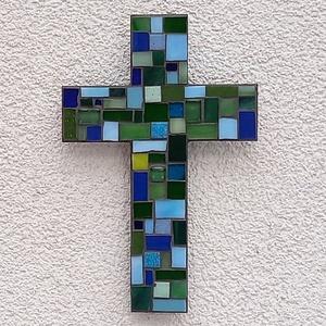 Kereszt - kékzöld - üvegmozaik falidísz, Otthon & Lakás, Dekoráció, Falra akasztható dekor, Mozaik, Mindenmás, Üvegmozaik falidísz akasztóval\n\nMérete: kb. 12*18*2cm\n\nLefestett fa alapra ragasztottam fel a motívu..., Meska
