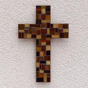 Kereszt - barna - üvegmozaik falidísz, Otthon & Lakás, Dekoráció, Falra akasztható dekor, Mozaik, Mindenmás, Üvegmozaik falidísz akasztóval\n\nMérete: kb. 12*18*2cm\n\nLefestett fa alapra ragasztottam fel a motívu..., Meska