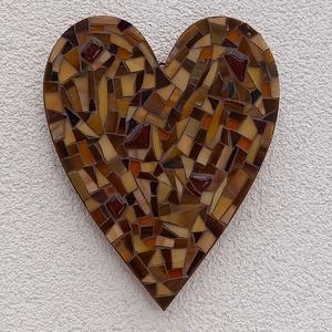 Barna szív - üvegmozaik falidísz, Falra akasztható dekor, Dekoráció, Otthon & Lakás, Mozaik, Mindenmás, Üvegmozaik falidísz akasztóval\n\nMérete: kb. 16*20*2cm\n\nSzív alakra vágott, festett fa alapra ragaszt..., Meska