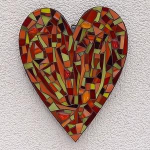 Piros szív - üvegmozaik falidísz, Falra akasztható dekor, Dekoráció, Otthon & Lakás, Mozaik, Mindenmás, Üvegmozaik falidísz akasztóval\n\nMérete: kb. 16*20*2cm\n\nSzív alakra vágott, festett fa alapra ragaszt..., Meska