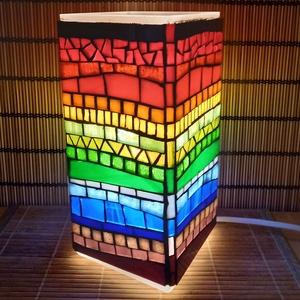 Üvegmozaik lámpa - szivárvány szögletes, Művészet, Más művészeti ág, Mozaik, Mindenmás, Üvegmozaik asztali lámpa\n\nNégyzethasáb alakú lámpatestre készült a motívum  kézzel vágott spektrum ü..., Meska