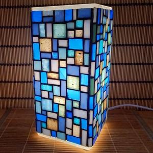 Üvegmozaik lámpa - kék-szürke szögletes, Művészet, Más művészeti ág, Mozaik, Mindenmás, Üvegmozaik asztali lámpa\n\nNégyzethasáb alakú lámpatestre készült a motívum  kézzel vágott spektrum ü..., Meska