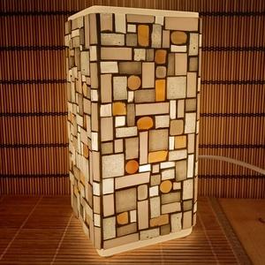 Üvegmozaik lámpa - fehér szögletes, Művészet, Más művészeti ág, Mozaik, Mindenmás, Üvegmozaik asztali lámpa\n\nNégyzethasáb alakú lámpatestre készült a motívum  kézzel vágott spektrum ü..., Meska