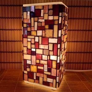 Üvegmozaik lámpa - lila szögletes, Művészet, Más művészeti ág, Mozaik, Mindenmás, Üvegmozaik asztali lámpa\n\nNégyzethasáb alakú lámpatestre készült a motívum  kézzel vágott spektrum ü..., Meska