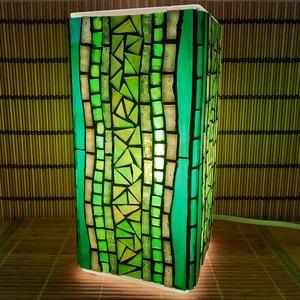 Üvegmozaik lámpa - zöld szögletes, Művészet, Más művészeti ág, Mozaik, Mindenmás, Üvegmozaik asztali lámpa\n\nNégyzethasáb alakú lámpatestre készült a motívum  kézzel vágott spektrum ü..., Meska