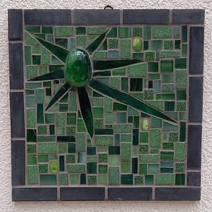 Zöld absztrakt - üvegmozaik falikép, Otthon & Lakás, Dekoráció, Falra akasztható dekor, Mozaik, Mindenmás, Üvegmozaik falikép akasztóval\n\nMérete: kb. 20*20\n\nFestett fa alapra ragasztottam fel a motívumot üve..., Meska