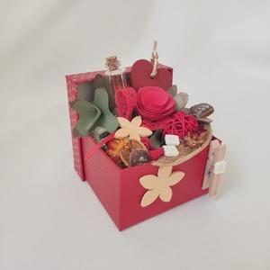 """Piros \""""üzenő\""""doboz, Otthon & Lakás, Dekoráció, Díszdoboz, Mindenmás, Piros \""""üzenő\""""doboz - fotó és üzenet tartó dobozka. Kézzel készített egyedi dísz. Üzenj szeretteidnek..., Meska"""