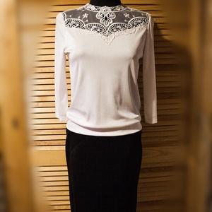 Fekete-fehér kombinációja  38 -as méretben .Egyedi megjelenést biztosítja hogy 1 szett készült belőle, Ruha & Divat, Női ruha, Alkalmi ruha & Estélyi ruha, Varrás, A blúz tört fehér színű,különleges csipkebetéttel elkészítve ,hátul egy gombbal záródik .Hossza pánt..., Meska