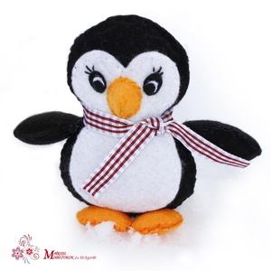 Pingvin, Játék & Gyerek, Plüssállat & Játékfigura, Más figura, Varrás, Ezt az aranyos kis pingvint  jó minőségű filcből készítettem, apró kézi öltéssel.\nSzárnyai, lábai kü..., Meska