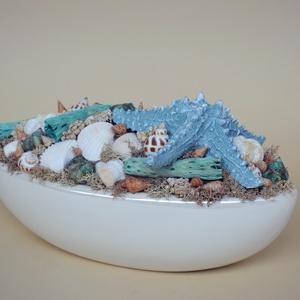 """,,Blue Star\"""" asztaldísz, Lakberendezés, Otthon & lakás, Asztaldísz, Virágkötés, A csónak alakú asztaldísz száraz termések és többféle kagyló díszíti. Az egyik oldalán található ker..., Meska"""