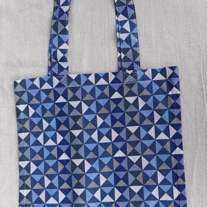Geometria mintás vászonszatyor, NoWaste, Bevásárló zsákok, zacskók , Textilek, Varrás, Geometria mintás vászonból készült szatyor.\n\nHossza: 38 cm\nSzélessége: 30 cm\nFüle: 63 cm, mely saját..., Meska