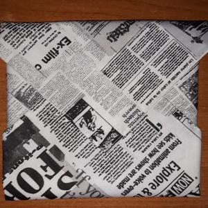 Öko szendvics csomagoló - újságmintás, NoWaste, Bevásárló zsákok, zacskók , Varrás, Újságmintás, tépőzáras szendvicscsomagoló szalvéta helyett. Belseje letörölhető Pul anyag. Alacsony ..., Meska