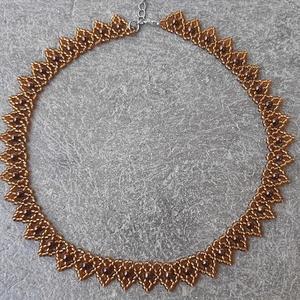 Ezüstközepű méz(aarany)barna ukrán gyöngygallér teklagyönggyel, Gyöngyös nyaklác, Nyaklánc, Ékszer, Gyöngyfűzés, gyöngyhímzés, Ezüstközepű méz(arany)barna cseh kásagyöngyből készült vékony ukrán gyöngygallér, teklagyönggyel. \n\n..., Meska
