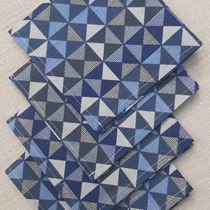 Kék geometriamintás textilszalvéta , NoWaste, Textilek, Otthon & lakás, Konyhafelszerelés, Varrás, Kék geometriamintás textilszalvéta \n\nMérete: 27X27 cm\n\nAz ár 4 darab szalvétára vonatkozik.\n\nA posta..., Meska
