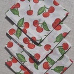 Cseresznye mintás textilszalvéta , Szalvéta, Konyhafelszerelés, Otthon & Lakás, Varrás,  Cseresznye mintás textilszalvéta.\n\nMérete: 27x27cm\n\nAz ár 4 darab szalvétára vonatkozik.\n\nA postakö..., Meska
