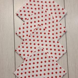 Piros pöttyös textilszalvéta , Otthon & Lakás, Konyhafelszerelés, Szalvéta, Varrás, Piros pöttyös textilszalvéta.\n\nMérete: 27x27 cm\n\nAz ár 4 darab szalvétára vonatkozik.\nA postaköltség..., Meska
