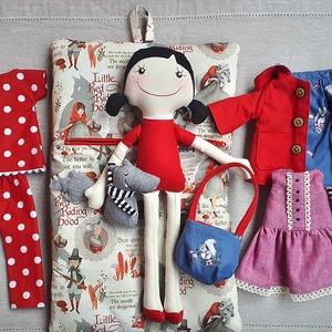 Piroska piros kabátban-baba, textilbaba, Gyerek & játék, Gyerekszoba, Tárolóeszköz - gyerekszobába, Játék, Baba, babaház, Baba-és bábkészítés, Varrás, A klasszikus mese pöttöm hőse textilből varrva sok kiegészítővel, hogy izgalmas és megunhatatlan leg..., Meska
