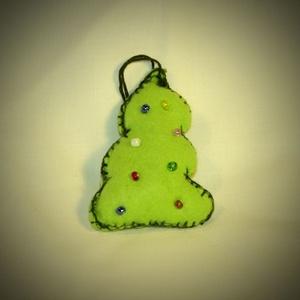 Karácsonyfa alakú textil karácsonyfadísz, Karácsony, Karácsonyfadísz, Újrahasznosított alapanyagból készült termékek, Egyedi termék, mely hallássérültek keze munkáját dicséri.\nGyönyörűen mutat az ünnepi fán és ajándékn..., Meska