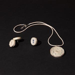 Ékszer szett, Ékszer, Fülbevaló, Nyaklánc, Gyűrű, Természetes és újrahasznosított  anyagokból létrehozott ékszer amelyet hallássérült emberek készítet..., Meska