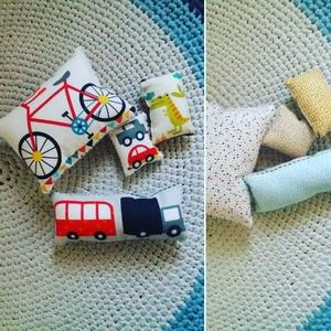 Babajáték- puha párnácskák, Játék, Készségfejlesztő játék, Baba játék, Varrás, Pihe-puha párnácskák babajátéknak tökéletesen alkalmasak, színesek, mintásak. A gyermekre nem veszé..., Meska