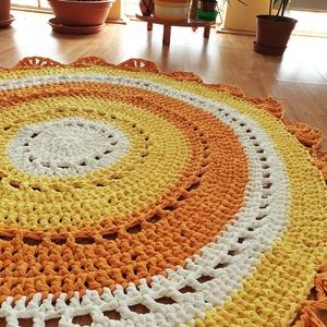 Napsugár Mandala, Otthon & lakás, Lakberendezés, Lakástextil, Szőnyeg, Horgolás, Holland pólófonalból készült mandala szőnyeg.\nSaját tervezés!\n\nÁtmérője: 120 cm\n\nVastagsága: kb 1,5 ..., Meska