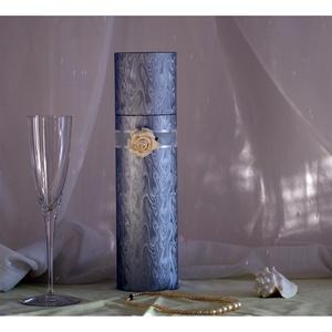 Pálinka és bortartó díszhenger, Esküvő, Dekoráció, Otthon & lakás, Karácsony, Ünnepi dekoráció, Képzőművészet, Könyvkötés, Mindenmás, Exkluzív italtartó egyedi kivitelben\nkülönleges alkalmakra, minőségi italok díszcsomagolására.\nA ter..., Meska