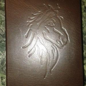 Lovas bőrös könyv, Könyv, Papír írószer, Otthon & Lakás, Könyvkötés, Bőrművesség, Valódi teljes bőrből készült.\n10.5 x 15  cm    120 lapos kis napló.\nVakon nyomott ló jej mintával...., Meska