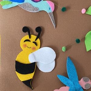 Virásog tavaszi mobilforgó méhecskével, szitakötővel és kolibrivel, Gyerek & játék, Gyerekszoba, Mobildísz, függődísz, Otthon & lakás, Dekoráció, Ünnepi dekoráció, Húsvéti díszek, Gyereknap, Varrás, Filcből és csillámos dekorgumiból varrtam abszolút kézzel, saját design alapján.   \n\nKislányoknak aj..., Meska
