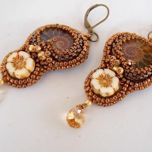 Ammonite - gyöngy hímzett fülbevaló (Muttery) - Meska.hu