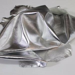 Ezüst metál báránybőr , Gyöngy, ékszerkellék, Egyéb alkatrész, Ékszerkészítés, Bőrművesség, Pihe-puha, extra minőségű ,  gyönyörű metál ezüst  báránybőr\nA bőrök olaszországból származnak.\nFant..., Meska