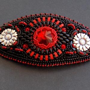 Vörös és fekete - gyöngy hímzett  hajcsat - Meska.hu